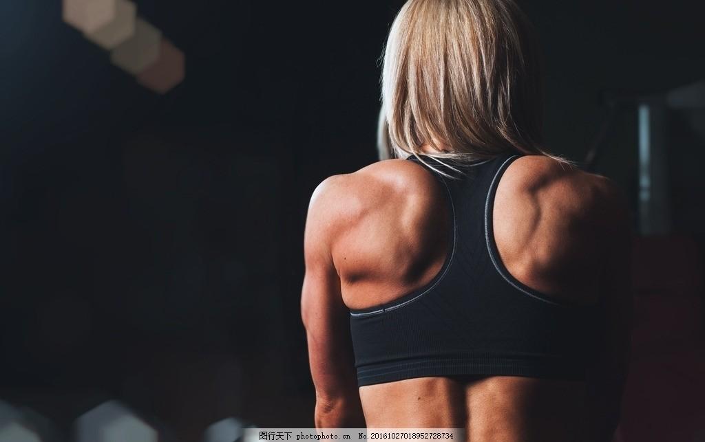 健身教练的背影