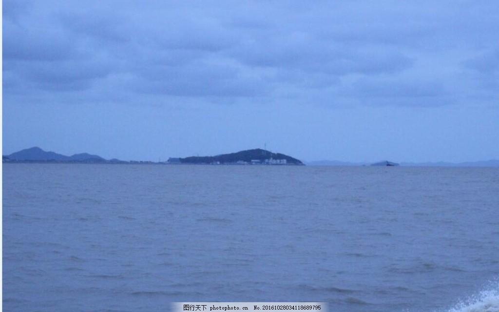 天空 阴天 波光 浮标 云朵 小岛 光线 海岸线 海天一线 风光 波纹
