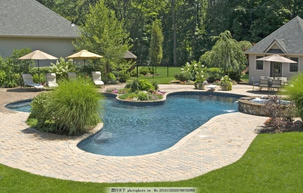 园林 景观 庭院 游泳池 树林 遮阳伞 摄影 建筑园林 园林建筑 100dpi图片