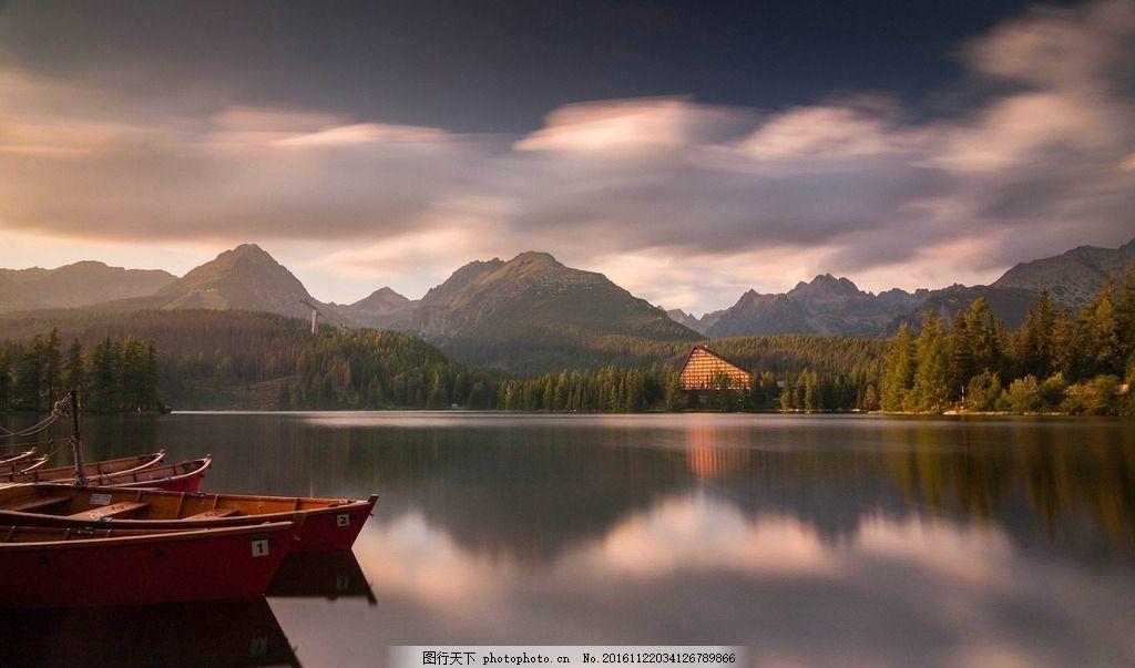 山水水墨画 湖边 船 湖水 倒影 白云 风景 摄影