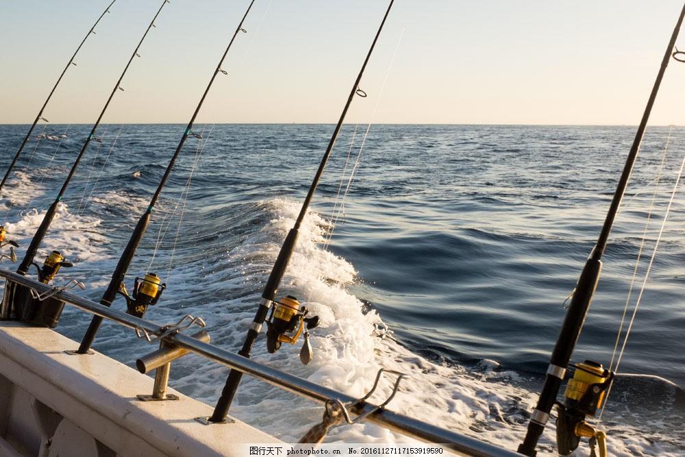 海边的自动化鱼竿图片