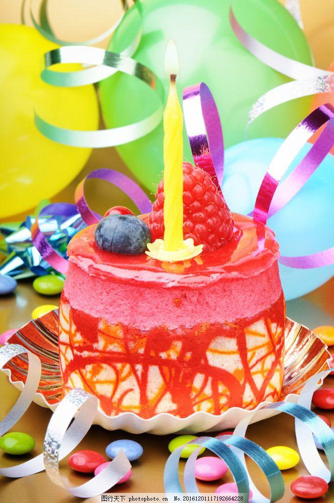 水果生日蛋糕与蜡烛图片