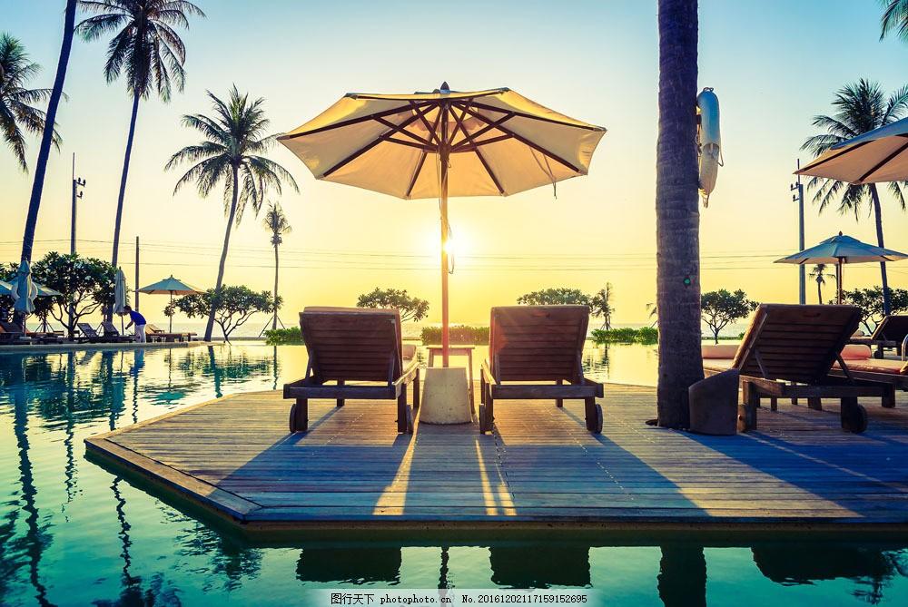水上的椅子 水上的椅子图片素材 水上的椅子图片下载 海边 椰树图片