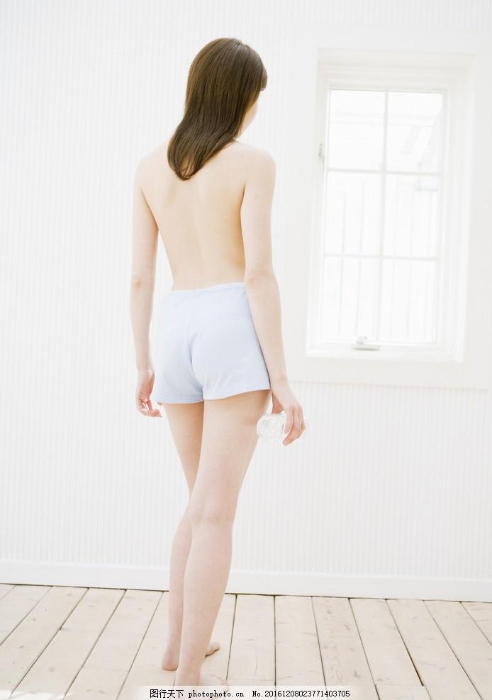 美女背影 美女 背影 洗浴 短裤 模特 美腿 长腿 身材 性感 长发 黑发