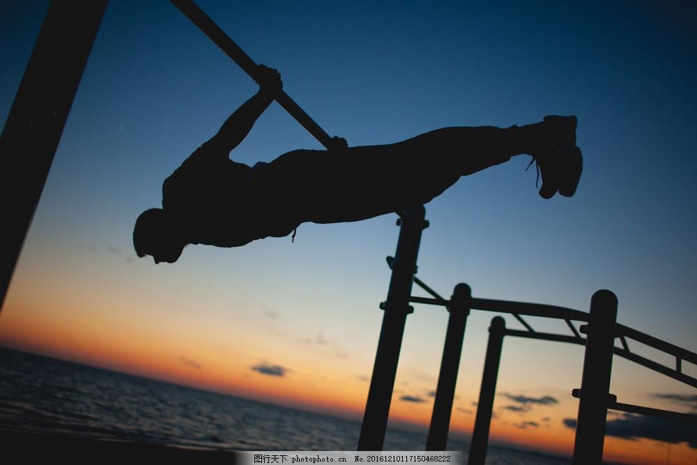 拉单杠的男人图片素材 单杠 健身的男人 男士 男性人物剪影 体育运动