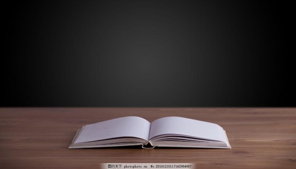 打开的书本画册图片