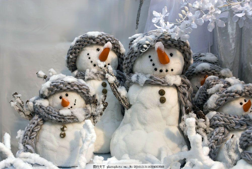 依偎在一起的雪人图片图片