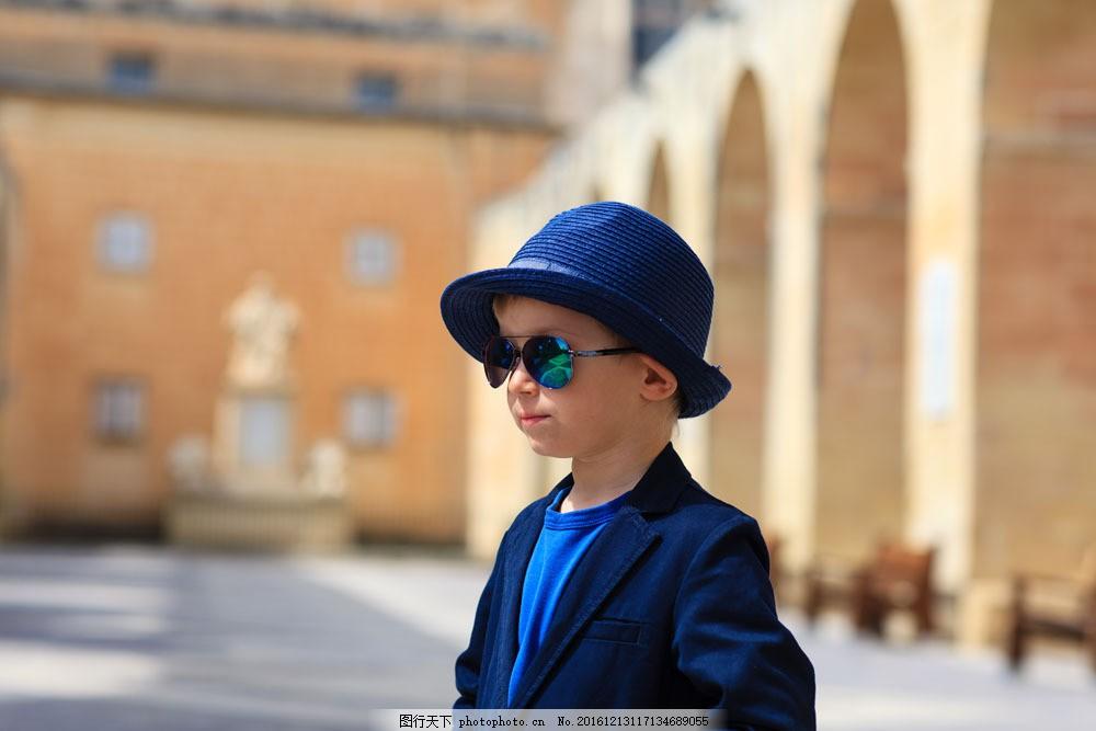 戴墨镜的儿童 小男孩 戴帽子的男孩 小男生 小孩子 其他类别 生活百科