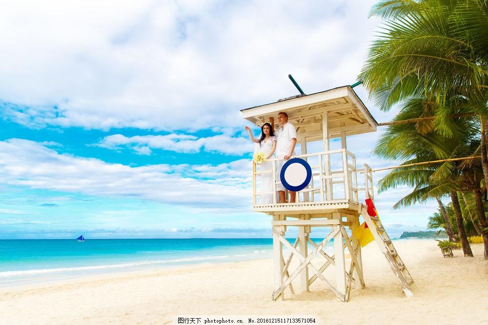 海边亭子看风景的新人图片素材 新人情侣 婚纱情侣 帅哥美女 情侣新人