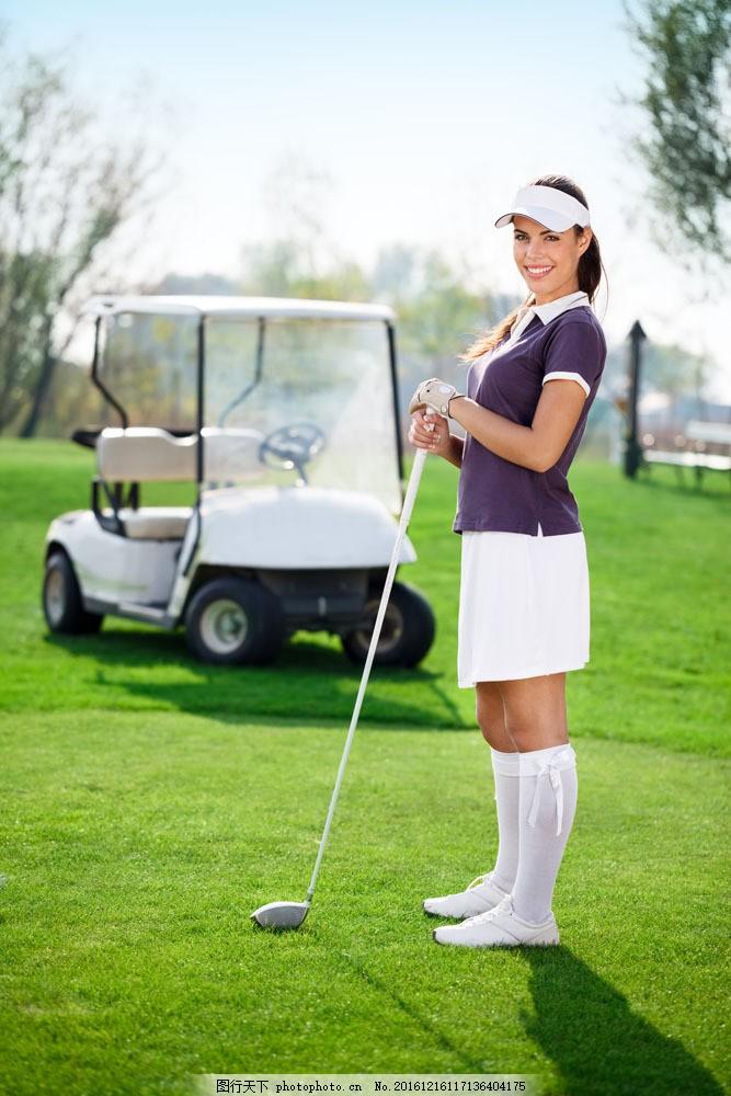 打高尔夫的女人图片