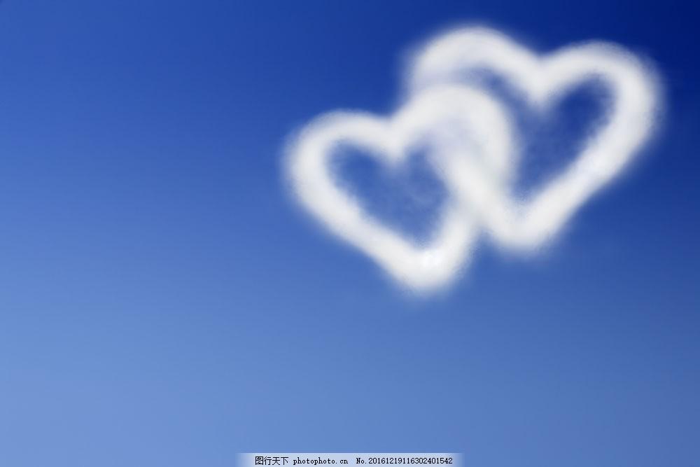 设计图库 高清素材 自然风景  两个心型白云特写图片素材 横构图 蓝天