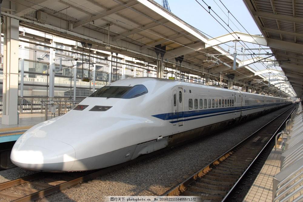 动车摄影 动车摄影图片素材 火车高清图片 高铁 开动中的火车 奔跑的
