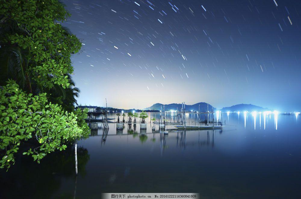 夜晚湖面景色图片