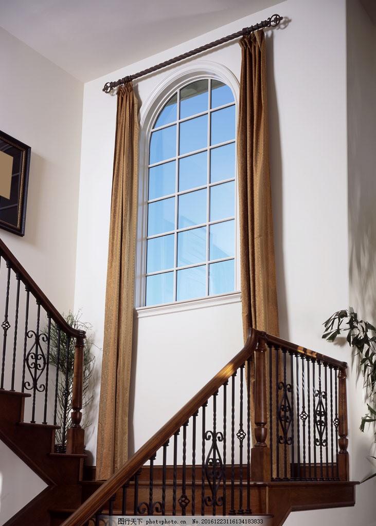 别墅楼梯窗户图片