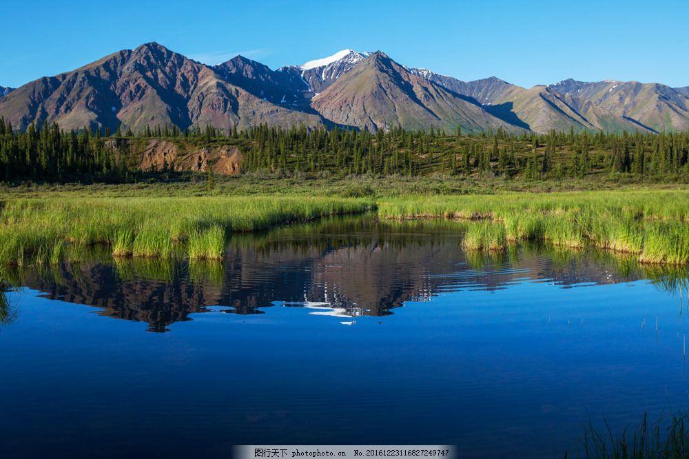 山脉湖泊风景图片