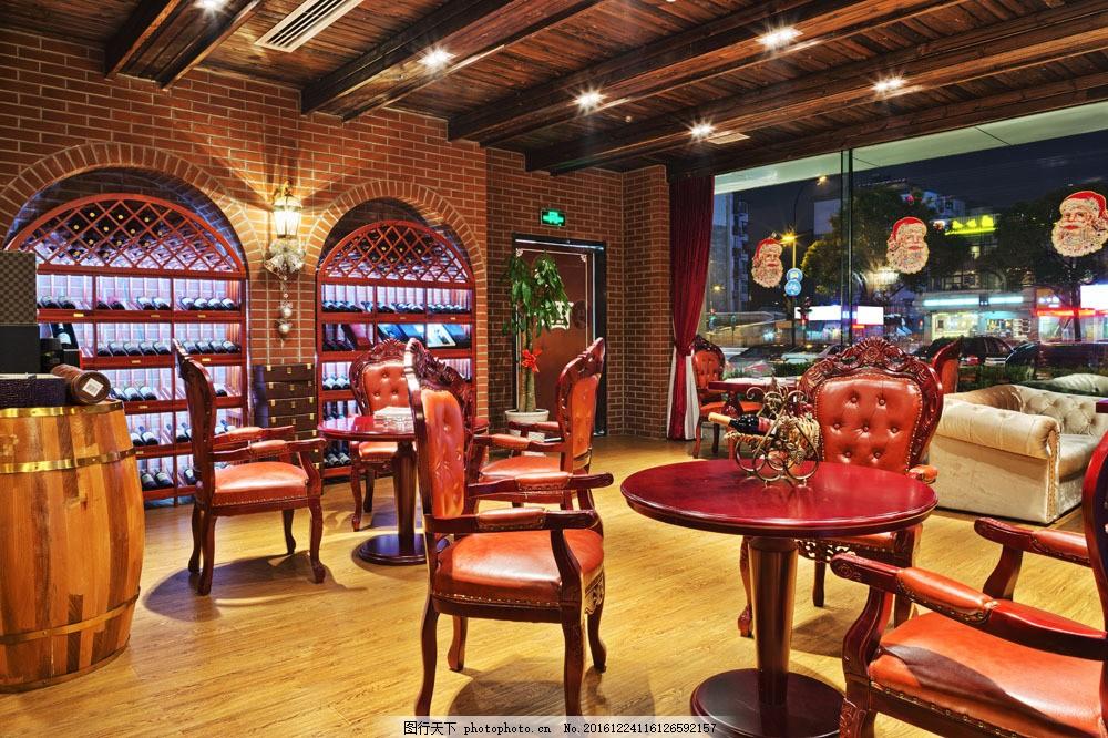 欧式酒吧里的桌椅图片