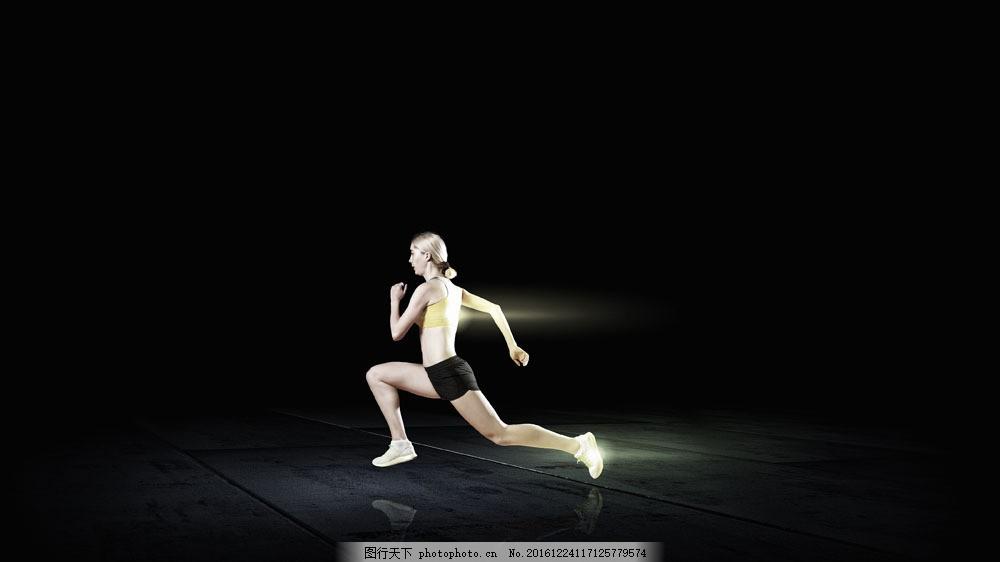 健身运动的美女图片
