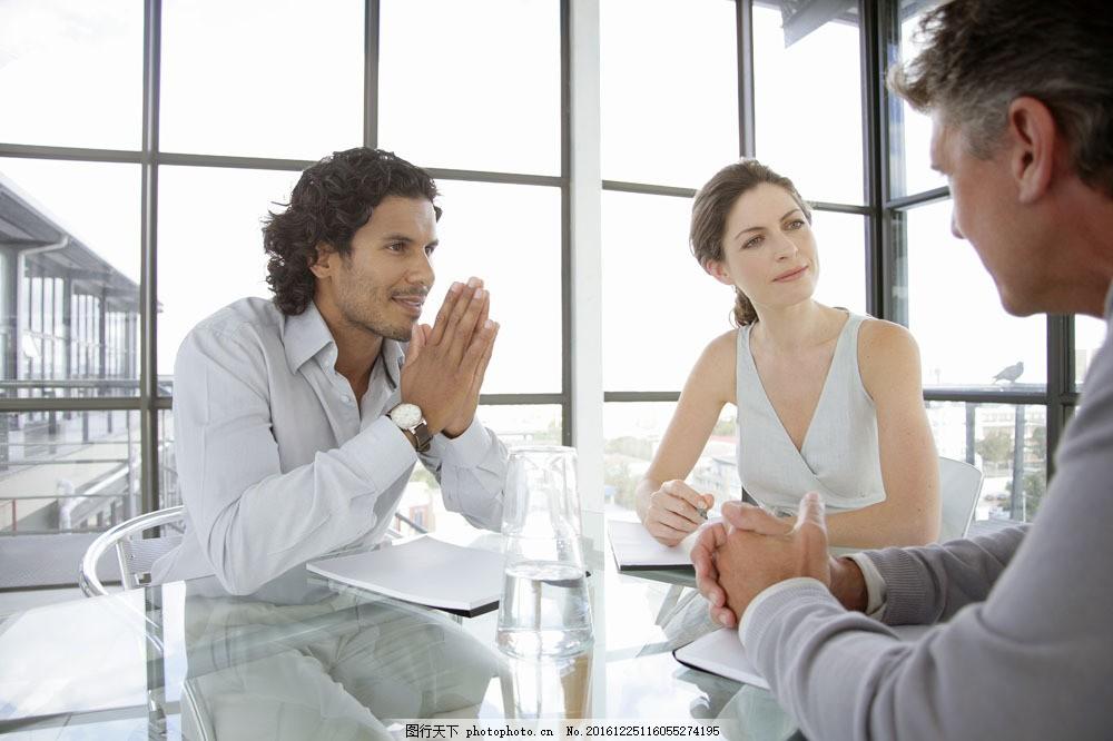 会议 讨论 商讨 办公室 工作 思考 男人 商务 人物 白领 精英 外国人图片