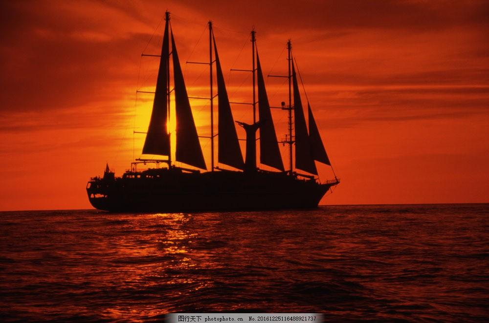 红色海洋夕阳帆船图片