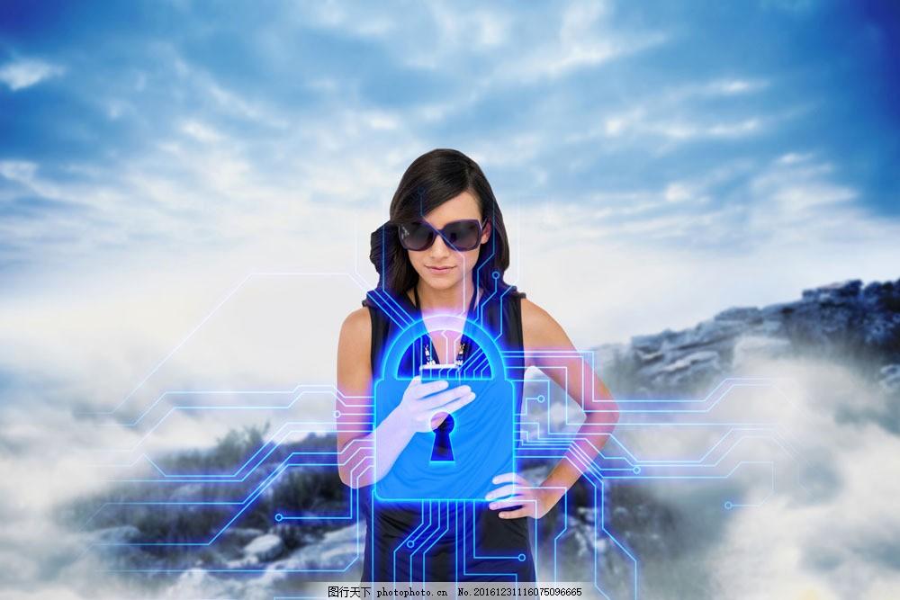 锁与美女图片素材 蓝天 锁 美女 职业人物 商务科技 商务人物 现代